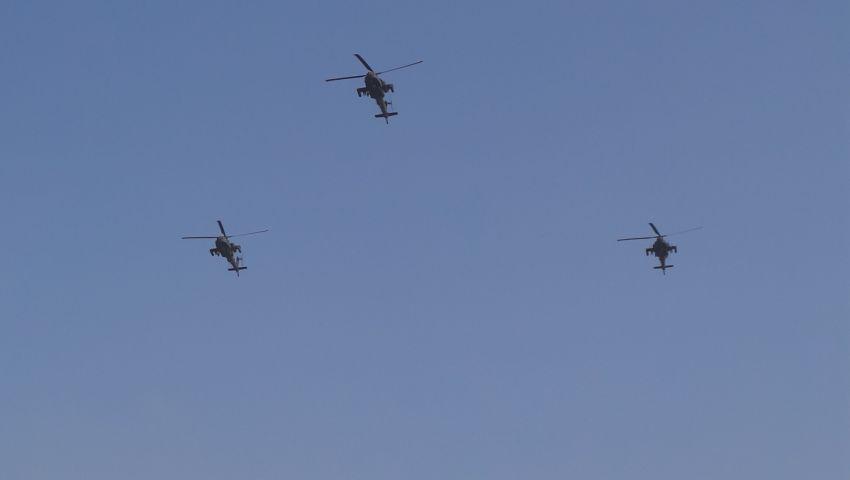 بالصور.. طائرات إف 16والأباتشي تواصل تحليقها في سماء القاهرة