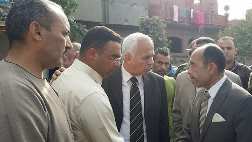 محافظ الفيوم يعزِّي أسرة أحد ضحايا هجوم سيناء