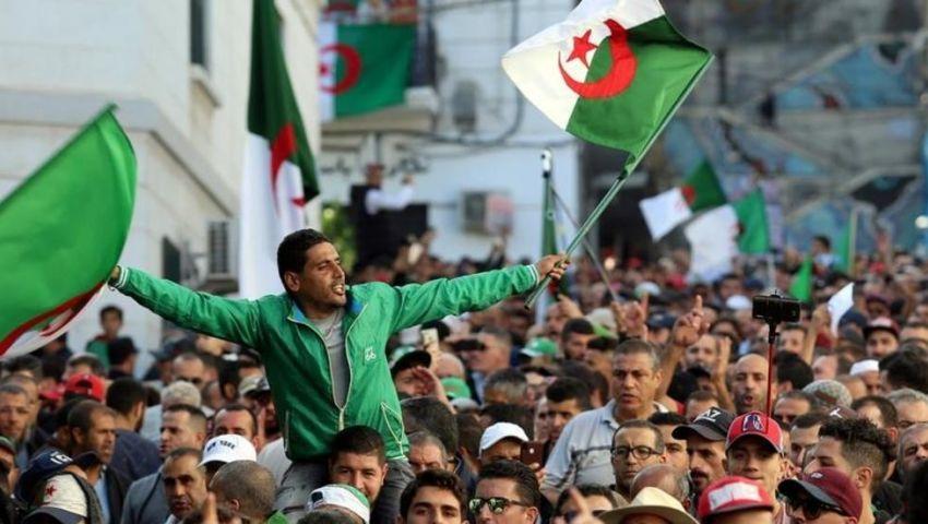 يرفضها الحراك ويصر عليها الجيش.. ماذا تخبئ الانتخابات الرئاسية للجزائريين؟