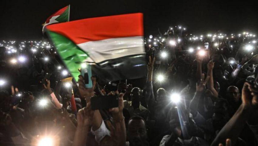 فايننشال تايمز: في السودان.. المحتجون والعسكر على مسار تصادم