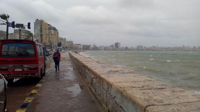 بالصور| أمطار «عوة» تضرب الإسكندرية بقوة لليوم الثاني