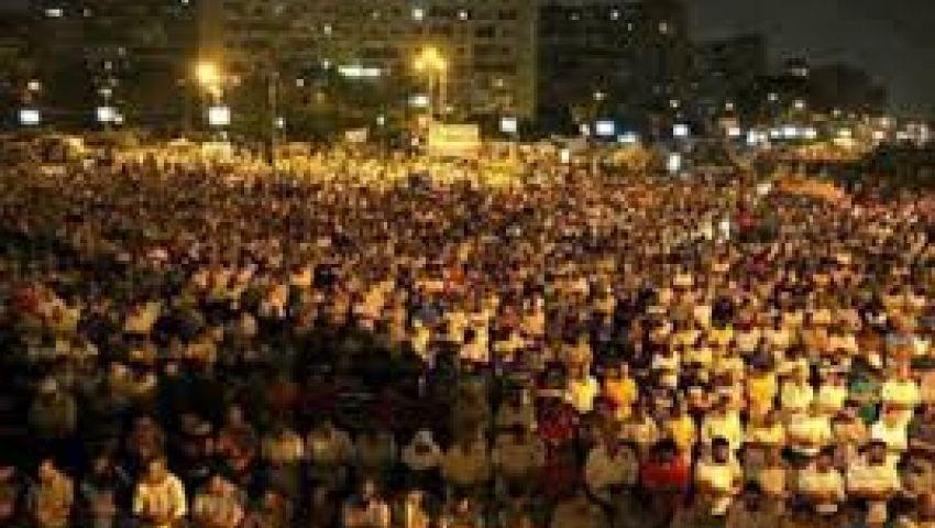 مؤيدو مرسي يؤدون صلاة الترويح بميدان الدهار بالغردقة