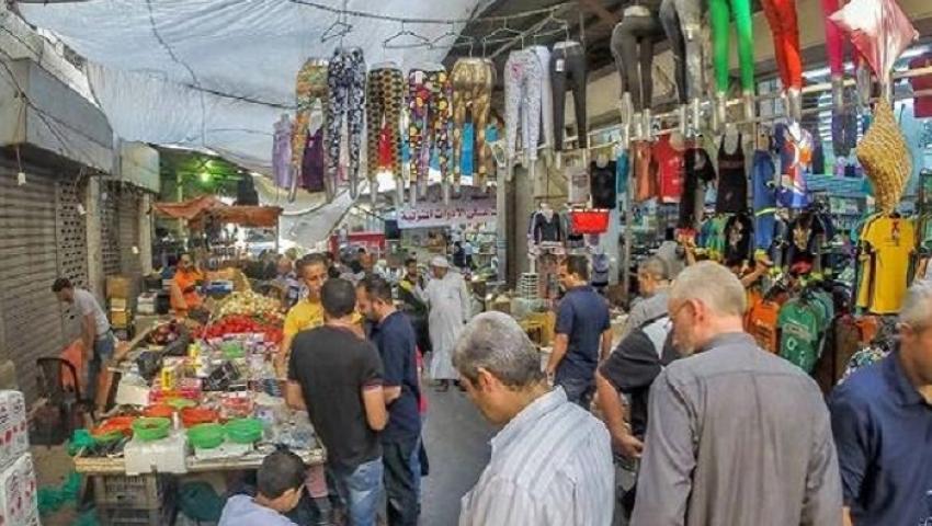 مواطنون عن سوق «بيكيا» بالإسكندرية: نتحدى ارتفاع الأسعار بشراء القديم