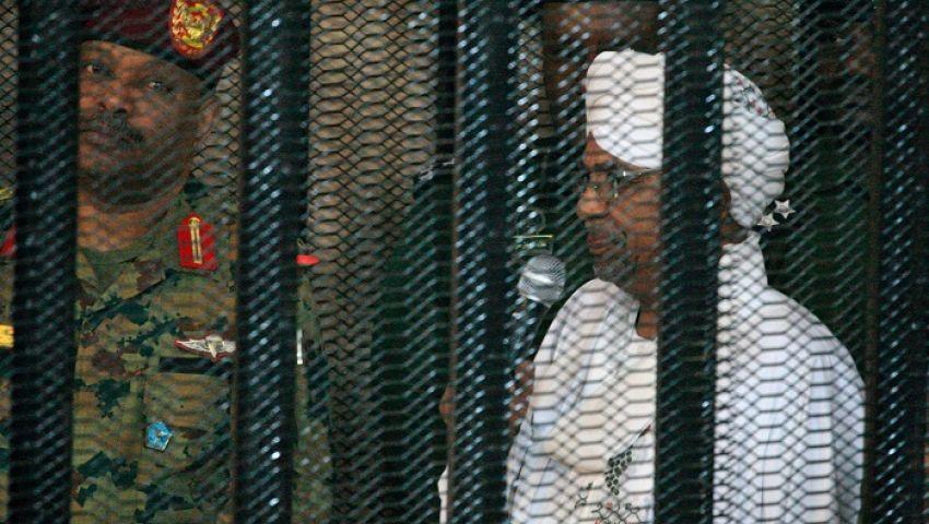 جارديان: البشير خلف القضبان.. مشهد لم يتخيله أغلب السودانيين