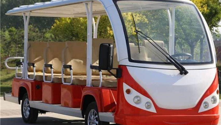 صور   «عامر» صاحب أول سيارة مصرية تعمل بالطاقة الشمسية