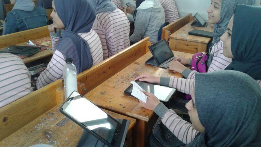 التعليم: 400 ألف طالب أولى ثانوي أدوا «امتحان التابلت» اليوم