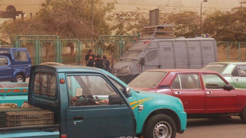 تمركز سيارات الأمن المركزي بمحيط معرض الكتاب