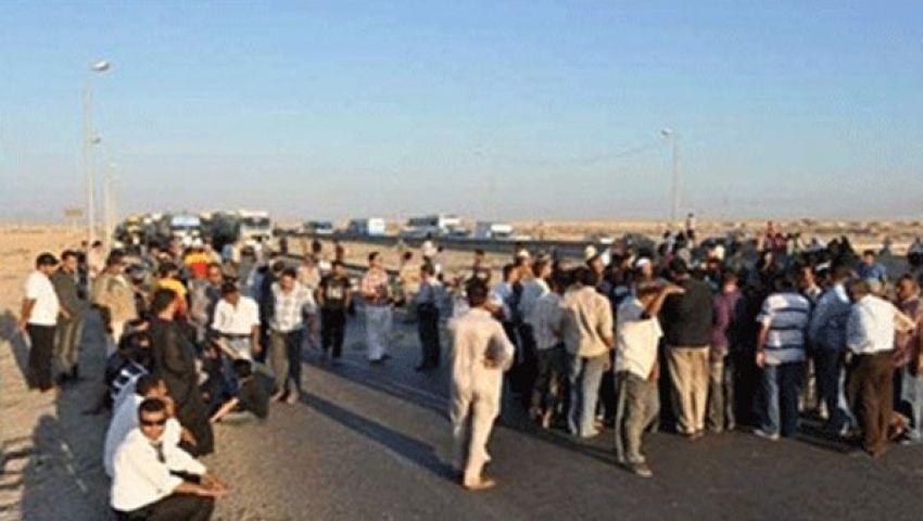 الآلاف من مؤيدى مرسي يقطعون طريق القاهرة – أسيوط