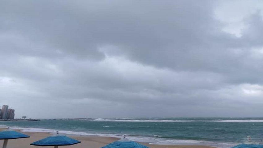 صور| رياح وعواصف وأمطار.. الطقس السيئ يضرب المحافظات