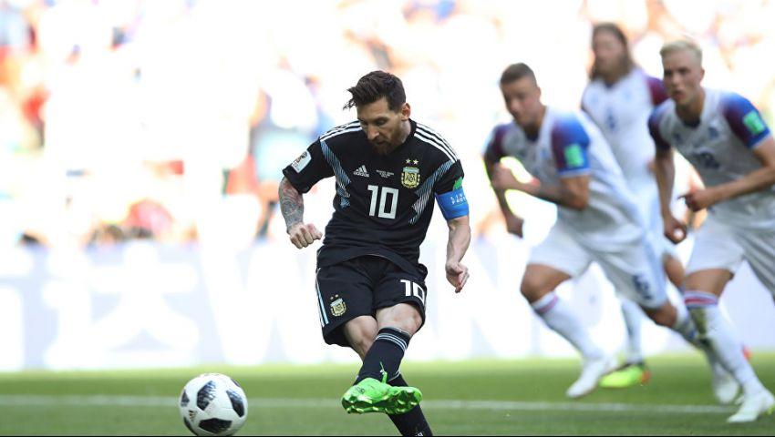 شاهد.. ردة فعل مارادونا لحظة إهدار ميسي ضربة الجزاء