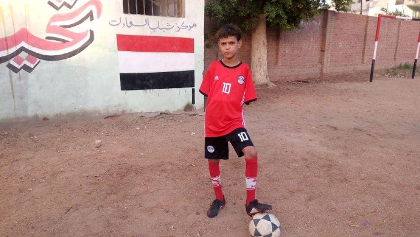 صور| «كابتن هيما».. طفل لم تمنعه إعاقته من «كرة قدم» والنادي الأهلي يتبناه