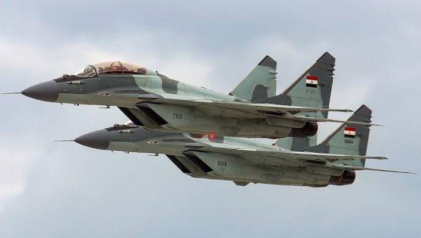 سقوط طائرة حربية مصرية ونجاة قائدها.. تعرف على السبب