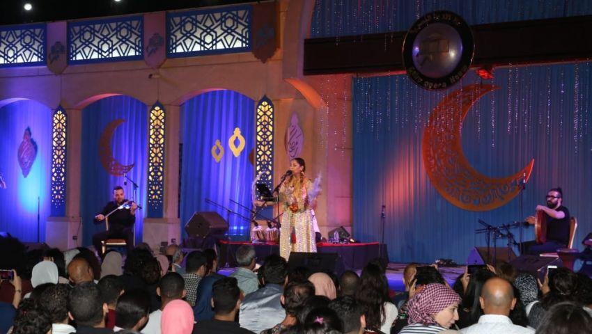 بالصور  البساطة والمرح والأصالة في حفل غالية بن علي بالأوبرا