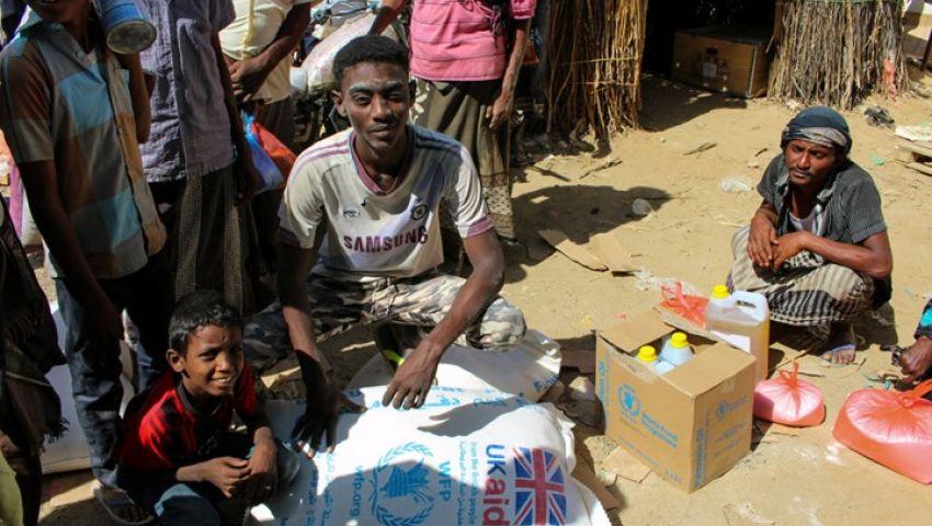 انهيار العملة وتراجع الإنتاج.. المعاناة الاقتصادية وجه آخر لحرب اليمن