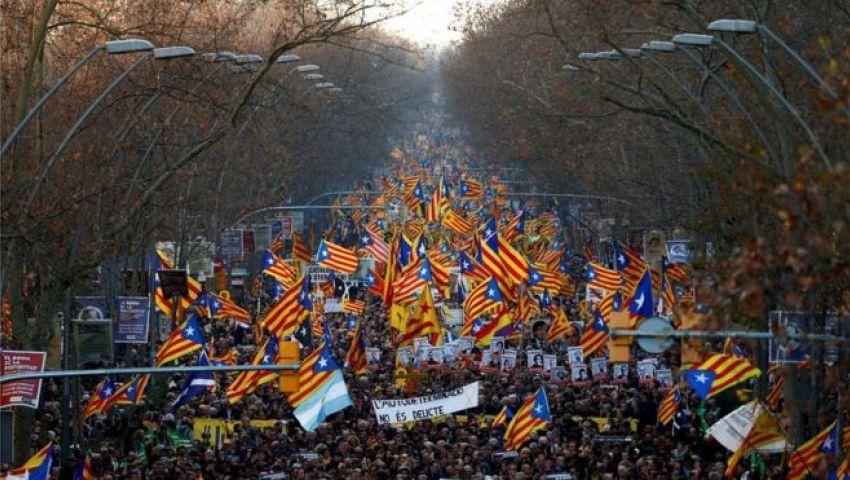 بعد الاضطرابات الحادة.. إسبانيا تواجه الغضب الكتالوني بـ«الانتشار الشرطي»