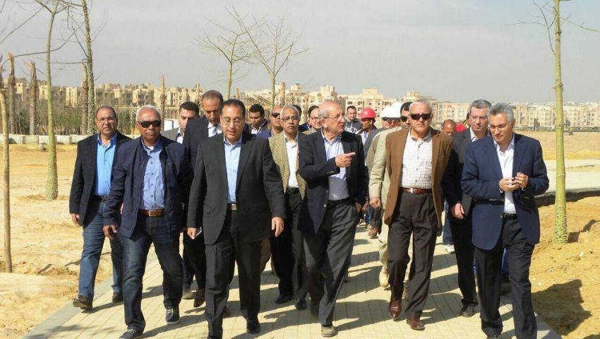 قيادات المجتمعات العمرانية يتفقدون حديقة الشيخ زايد المركزية