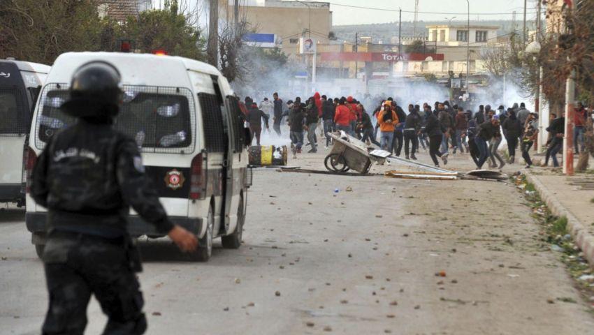 نيوزويك: في تونس..العنف يهدد سلمية الربيع العربي