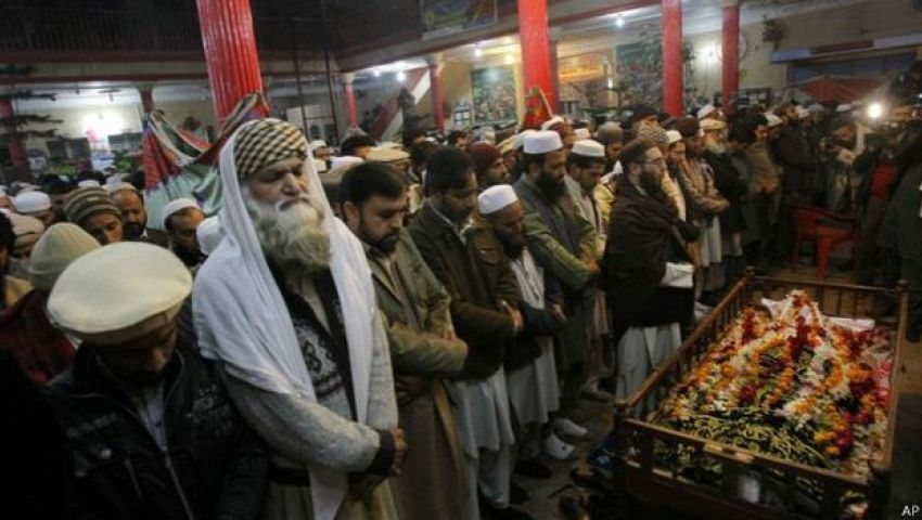 بالصور.. باكستان تشيّع ضحايا هجوم بيشاور