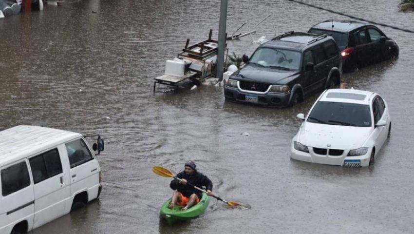 صور| لبنان يغرق.. الأمطار تقسو على شوارع بيروت
