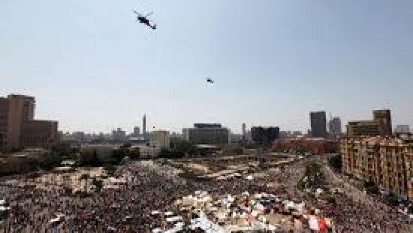 بعد بيان الجيش.. المتظاهرون يحتفلون.. وإسلاميون يهددون بثورة