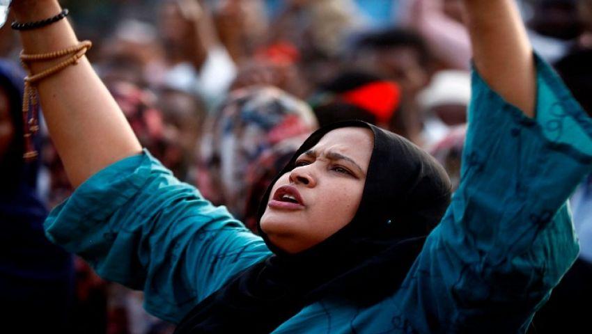 واشنطن بوست: في السودان.. لماذا شاركت النساء بقوة في الاحتجاجات؟