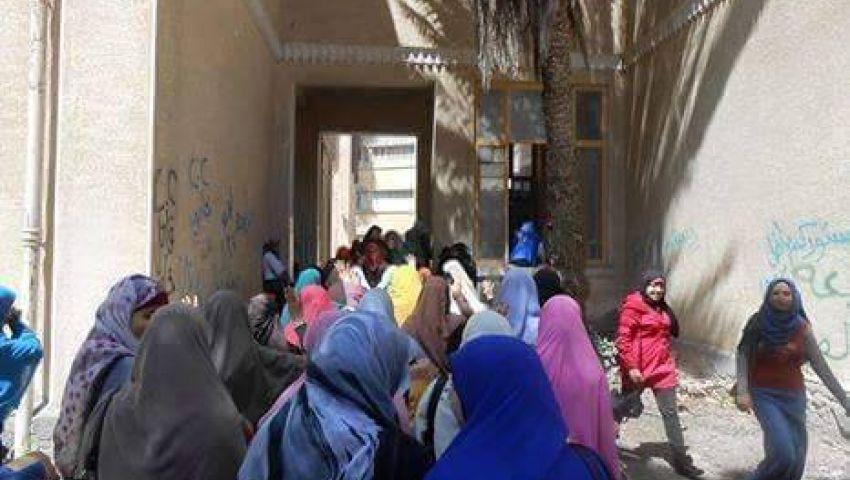 بالصور..مسيرة لطالبات أزهر دمنهور تندد بسوء معاملة المعتقلين