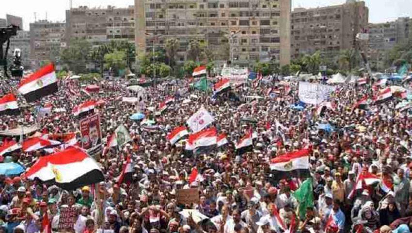 متظاهرو رابعة يطردون طاقم التليفزيون المصري