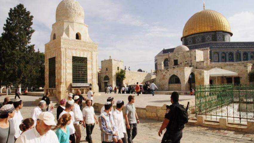عشية الذكرى الـ 50 لإحراق المسجد الأقصى.. الصهاينة ينتقمون من القدس