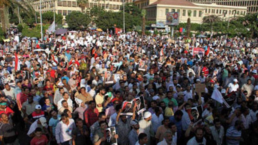 معتصمو النهضة يرددون هتافات مدوية مؤيدة لمرسي
