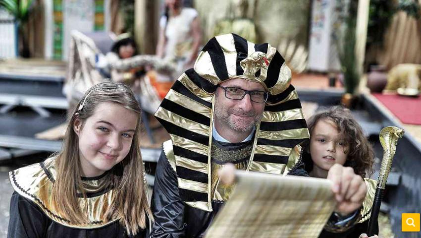 أطفال ألمان يعيشون تجربة الفراعنة
