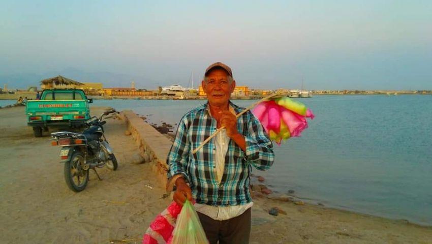 صور  صانع البهجة على شواطىء طور سيناء: بحلم بمحل آمن