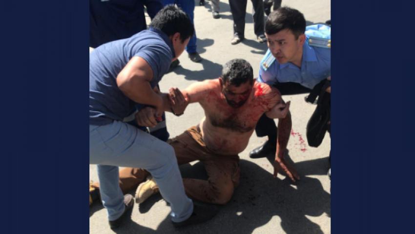 فيديو| بدأت بصورة وانتهت باعتداء.. القصة الكاملة لضرب مهندسين عرب فى كازاخستان