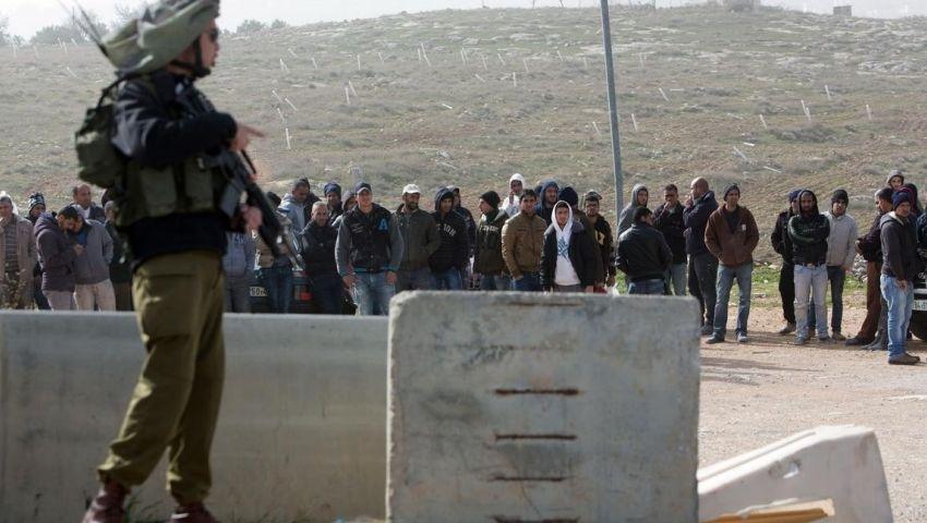 البنك المركزي الإسرائيلي يطالب بتخفيف القيود على العمال الفلسطينيين