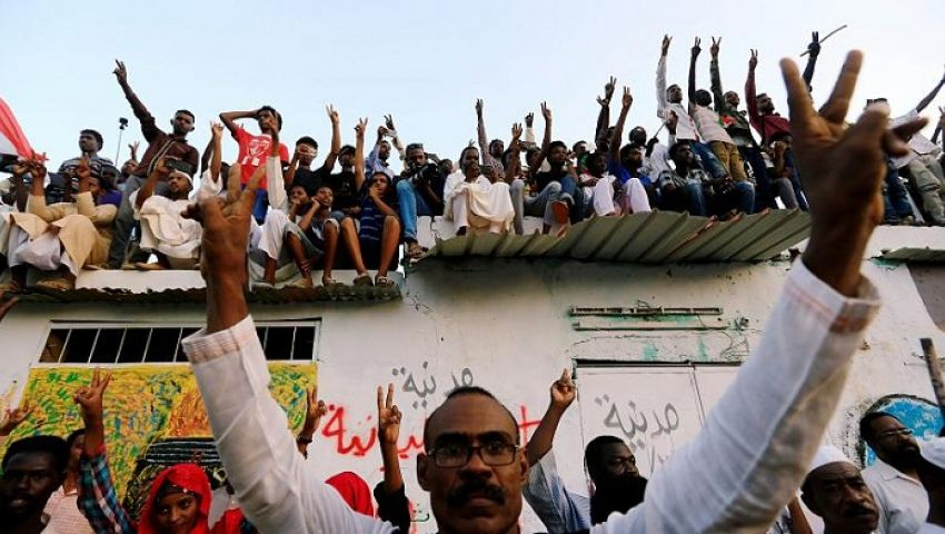 حوار | عضو بـ«تجمع المهنيين» بعد توقيع الاتفاق: نحمل لواء الثورة وتطلعات الشعب