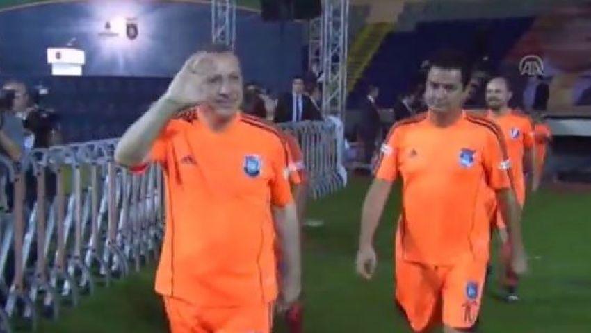 أردوغان يحرز 3 أهداف في مباراة استعراضية