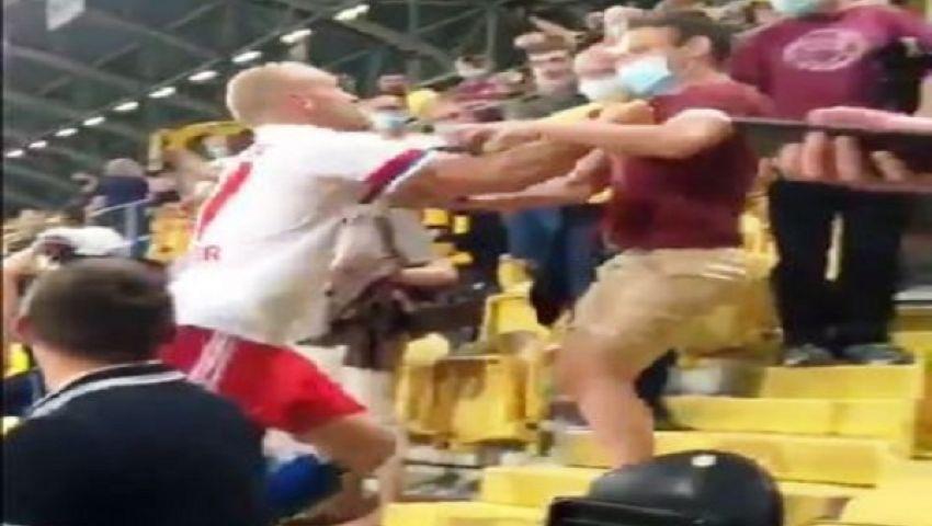 فيديو| بعد الهزيمة.. لاعب هامبورج يتوجه للمدرجات ويتشاجر مع مشجع