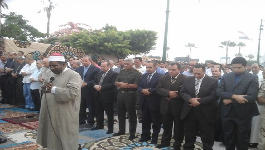 بالصور  الآلاف يصلون العيد بدمياط.. والخطيب يدعو للجيش