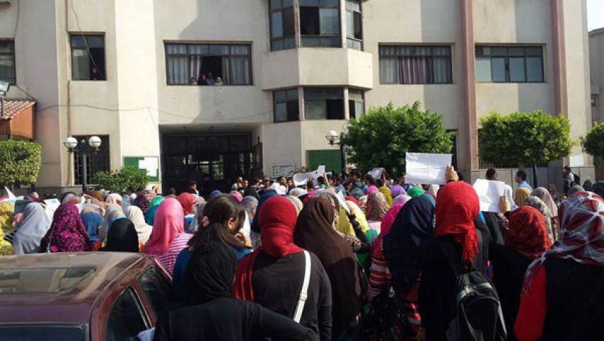 بالصور.. إضراب طالبات بأزهر تفهنا