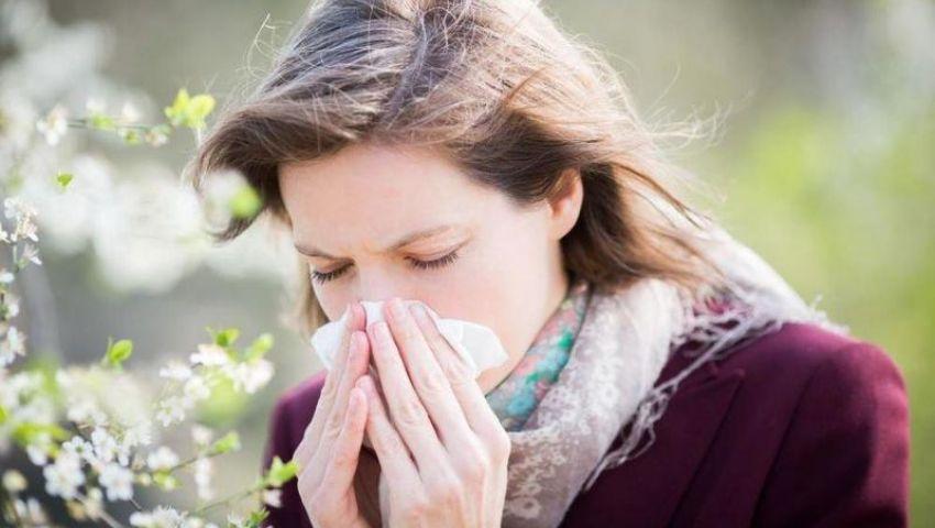 فيديو| كيف تفرق بين أعراض فيروس كورونا وحساسية الربيع