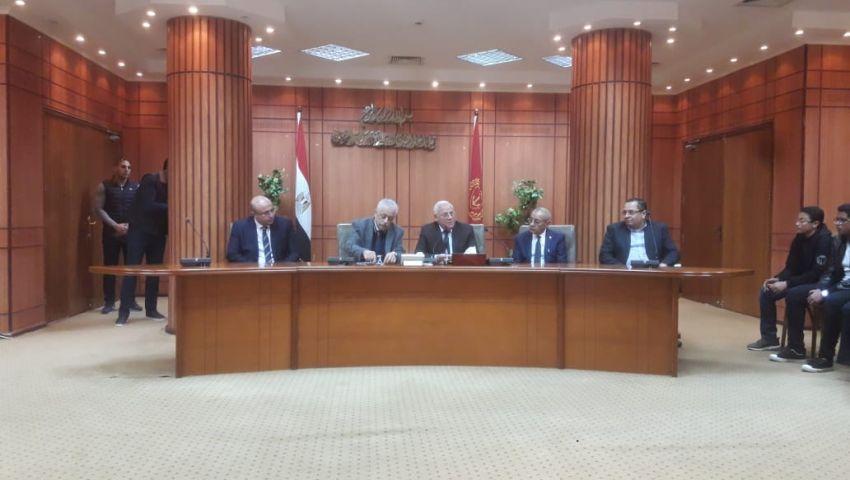 وزير التعليم: سعر التابلت 5 آلاف جنيه.. وقريبًا سيصنع في مصر