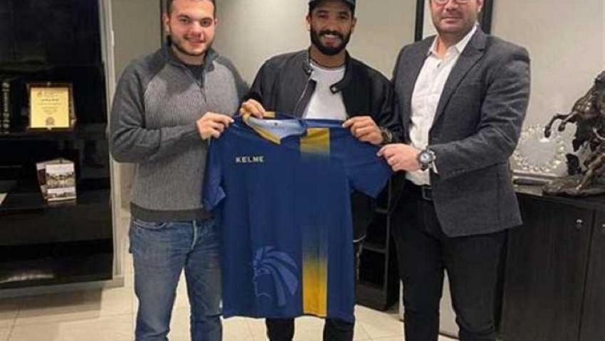 فيديو  سيراميكا يتعاقد رسميًا مع لاعب الأهلي السابق صالح جمعة
