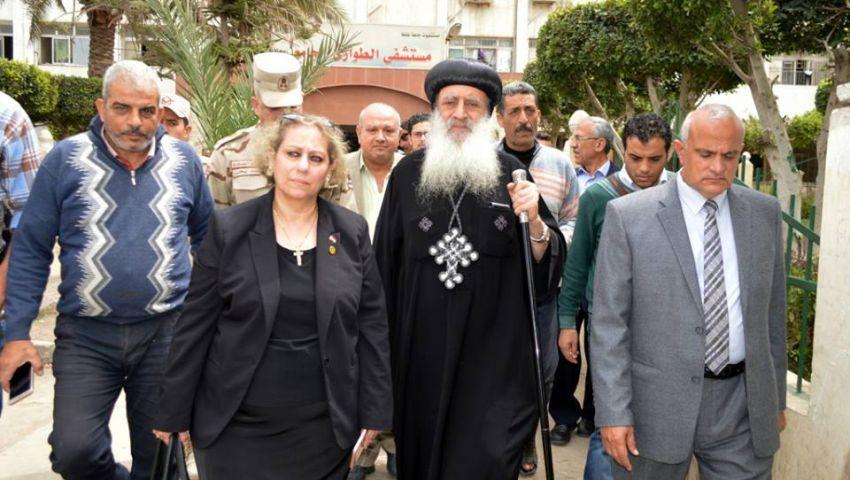 بالصور| الأنبا بولا ورئيس جامعة طنطا يزوران مصابي كنيسة مارجرجس
