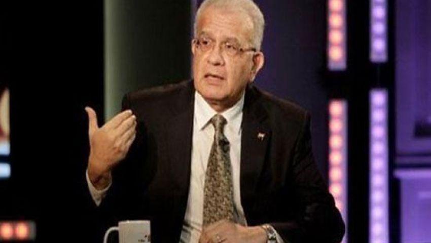 حازم حسني: الدفاع عن خطاب السيسي هري إعلامي ولغة الرئيس مبتذلة