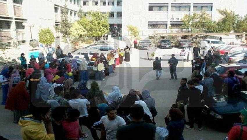 بالصور.. مظاهرة طلابية في جامعة السويس