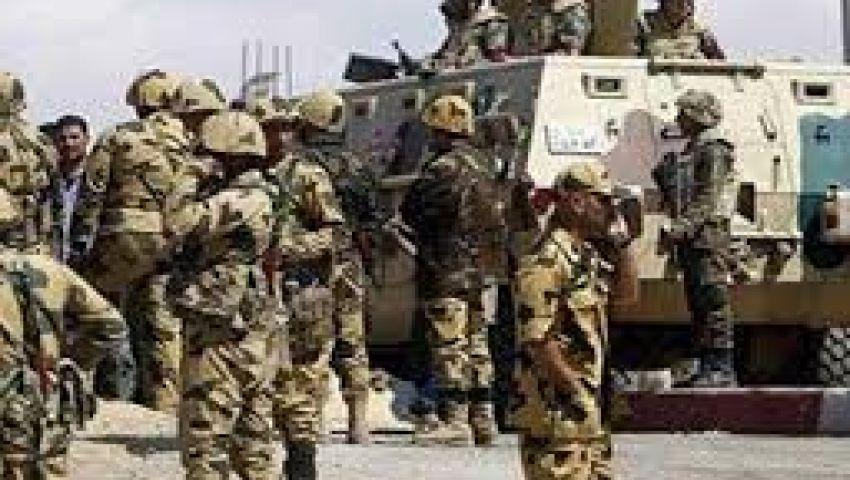 طائرة عسكرية تلقي منشورات تطالب مواطني شمال سيناء بالتعاون