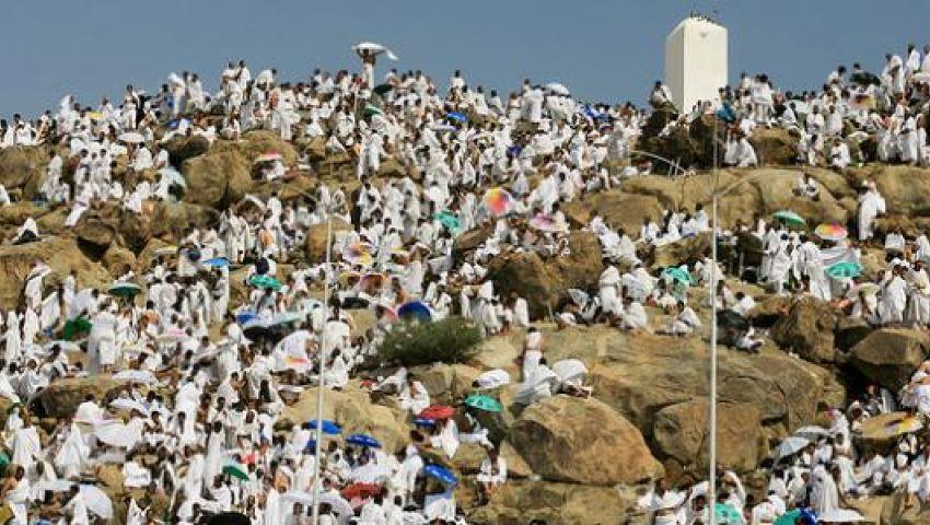 صعود الحجاج إلى جبل عرفات لإتمام ركن الحج الأعظم.. بث مباشر