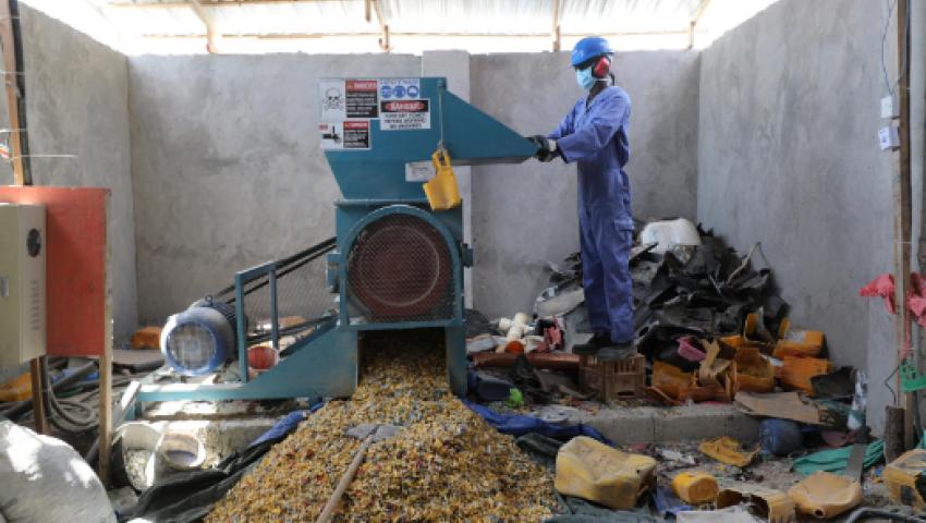 فيديو| في الصومال.. مخلفات البيئة تتحول إلى مواد بناء
