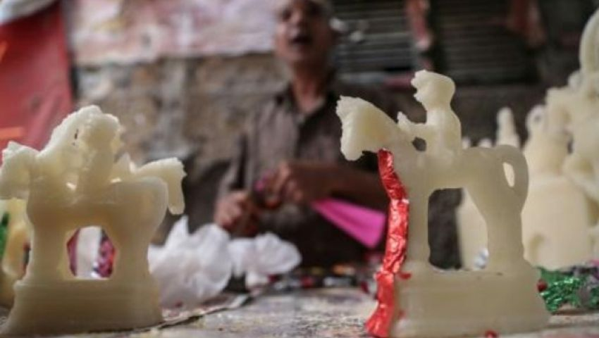 وكالة فرنسية: في المولد النبوي.. صانعو الحلوى يرسمون البهجة على وجوه المصريين