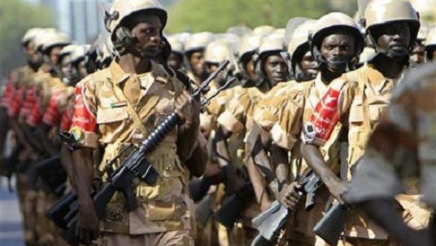 انتشار مكثف للجيش السوداني بمحيط القيادة العامة تزامنًا مع اعتصام المتظاهرين
