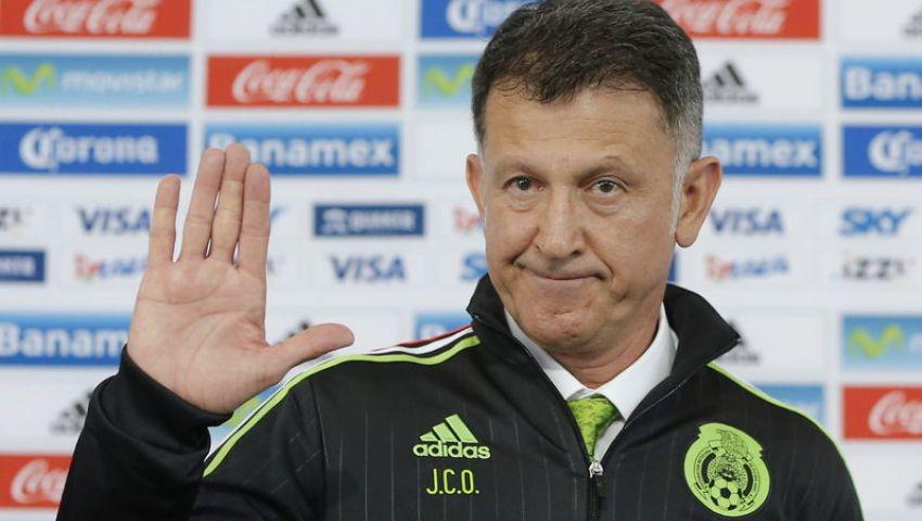 مدرب المكسيك يبرز التزام لاعبيه بفلسفته الكروية